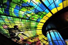 Glass mästerverk på taket av den Meilidao stationen i Kaohsiung, Taiwan Arkivfoton