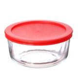 Glass matbehållare med det röda plast- locket på vit royaltyfri bild