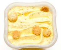 Glass med vanilj och amarettien som isoleras Royaltyfria Foton
