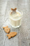 A glass of milk and cookies Royalty Free Stock Photography