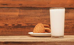 Glass of milk and oat cookies Royalty Free Stock Photography