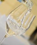 glass mineraliskt hällande strömvatten Fotografering för Bildbyråer