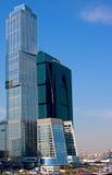 glass moderna torn för blå affär Arkivbild