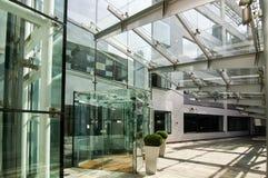 glass modernt kontor för byggnad Arkivfoto