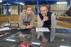 Glass och industriella panelarbetare Royaltyfri Fotografi
