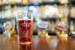 Free Glass Of Cold London Pride Beer Served In English Pub, UK Stock Images - 170815544