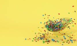 Glass platta med mycket små färgrika runda godisar Högen av sötsaker spridde på en gul bakgrund med fritt utrymme för inser Vektor Illustrationer
