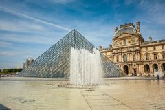 Glass pyramid and fountain at the Louvre art gallery and Museum. Stock Photos