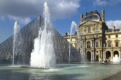 Glass Pyramid and the fountain at the Louvre Museu Royalty Free Stock Photography