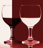 glass röd vit wine för contrast arkivfoto