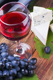 Glass of red wine and grapes are ripe Stock Images