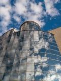 Glass reflexioner med himmel Arkivbild