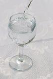 glass rent vatten Arkivfoto