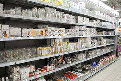 Glass on shelves in hypermarket Royalty Free Stock Photos