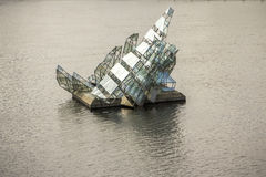 Glass skulptur ligger hon nära operahus i Oslo, Norge Arkivfoton
