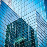 Glass skyskrapa med abstrakt textur Royaltyfri Foto