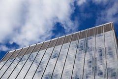 Glass skyskrapafasad Royaltyfria Bilder