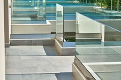Glass staket i hotell arkivfoto