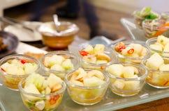 glass sund sallad för bunkefrukt Arkivbild