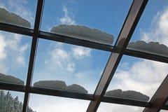 Glass tak i ett kafé Arkivfoto