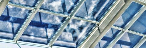 Glass tak med fönstret Fyrkantskott, tappning closeup Köpcentret, affärsmitt, Royaltyfria Bilder