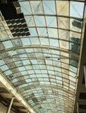 Glass tak på en stor byggnad Arkivbild