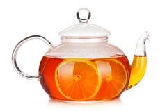 Glass teapot av svart tea med citronen Royaltyfri Fotografi