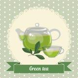 Glass tekanna och kopp med grönt te Arkivfoton