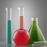 Glass utrustning för vetenskapslaboratorium med flytande flaskor med colo Royaltyfri Bild