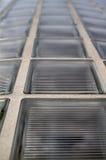 glass vertikal vägg för block Arkivbilder