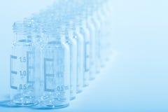 glass vetenskapliga liten medicinflaska för bakgrund Royaltyfria Foton