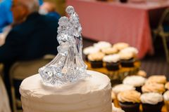 Glass wedding cake topper of a dancing couple royalty free stock photos