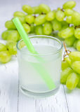 Glass of white grapes juice and grapes Royalty Free Stock Photography
