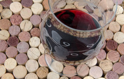 Glass of wine on a background of corks Royalty Free Stock Photography
