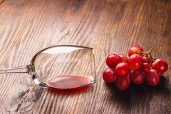 Glass with wine next to the bunch of grapes Royalty Free Stock Photo