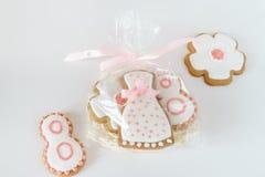 Glassa bianca dei biscotti dolci del pan di zenzero nella borsa fotografie stock libere da diritti