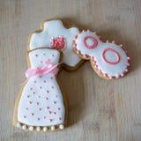 Glassa bianca dei biscotti dolci del pan di zenzero nella borsa immagini stock libere da diritti