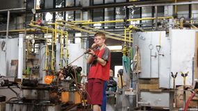 Glassblower shaping a vase Royalty Free Stock Photography