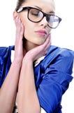 Glasse da portare affascinante della donna o dell'insegnante di affari immagine stock libera da diritti