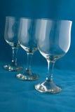 Glasse del vino en azul Fotos de archivo