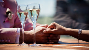 Glasses of champagne with bubbles and lovers Royalty Free Stock Photos