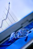 Glasses on laptop showing a growth financial graph Royalty Free Stock Photos