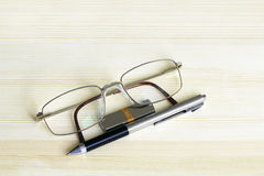 Glasses, pen and flash drive Royalty Free Stock Photos