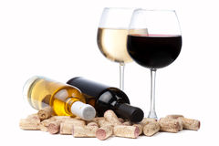 Glasses of white and red wine and corks Royalty Free Stock Photos