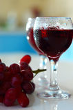 Glasses of wine and grapes Royalty Free Stock Photography
