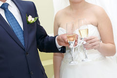 Glasses of wine in the hands of the bride and groom Royalty Free Stock Photos