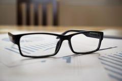 Glassess de informes financieros Imágenes de archivo libres de regalías