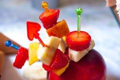 Glassjordgubbe med frukter Royaltyfri Fotografi