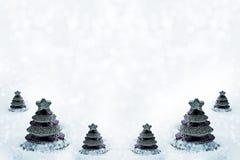 Glasspielzeug Weihnachtsbaum im Schnee Lizenzfreie Stockfotos