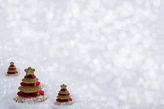 Glasspielzeug Weihnachtsbaum im Schnee Lizenzfreie Stockfotografie